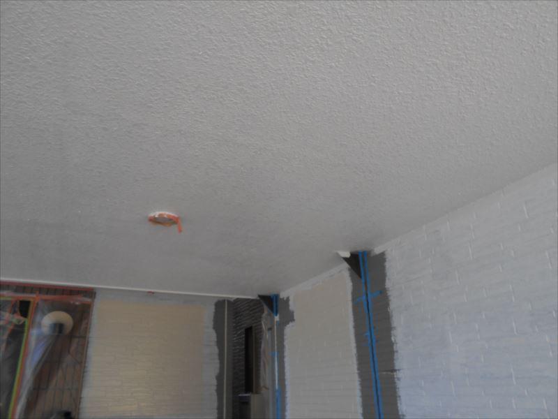 範囲が狭いため、下塗り→乾燥→中塗り→乾燥→上塗りと1日で作業が終了しました。