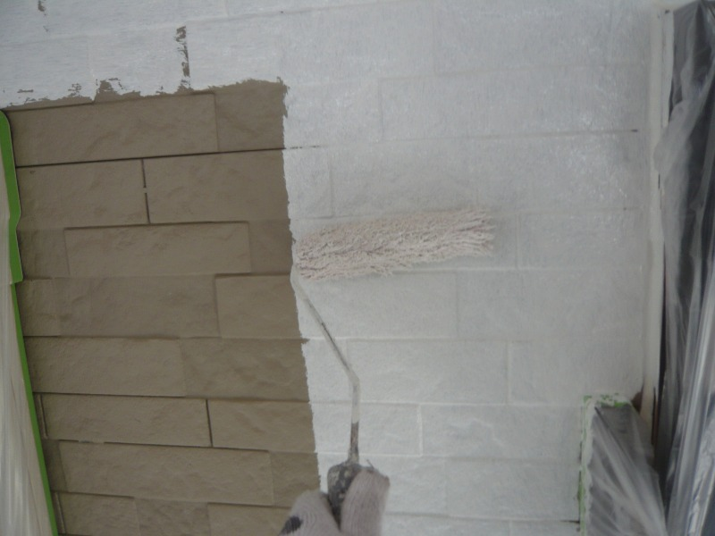 今回の下塗りは白い塗料です。