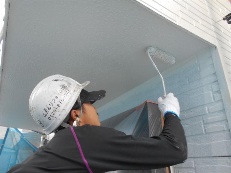 天井部分も塗っていきます。