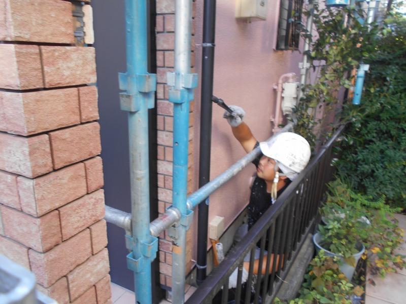 雨樋部分を塗っていきます。