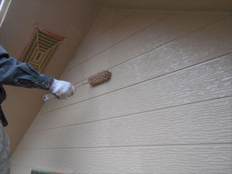 上塗りをすると、艶が出て、一層綺麗に仕上がります。