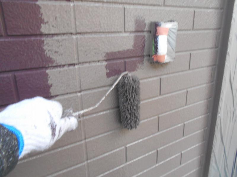1階の外壁の上塗りを行いました。