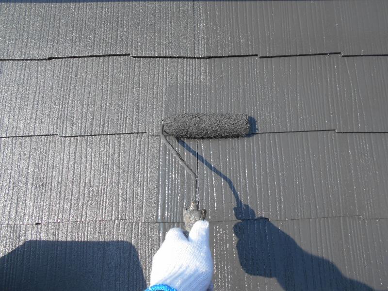 屋根の上塗りがスタートしました。