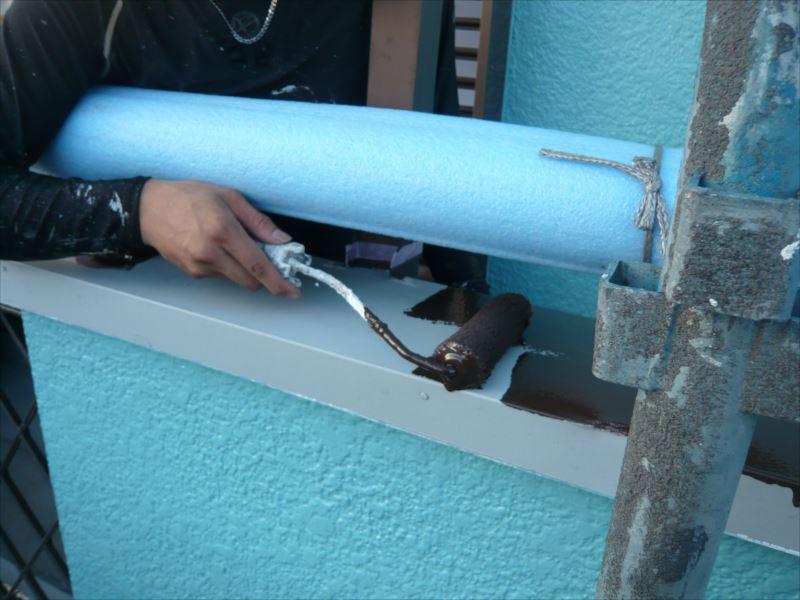 ベランダの手すり部分も塗装しています。