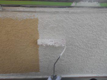 外壁のモルタル部分の下塗りを行いました。