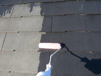 まずは下地材を塗っていきます。