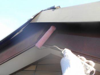 破風板も下塗りを行いました。