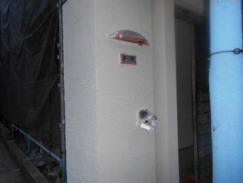 玄関の門柱もきれいに塗装が完了しました。
