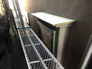外壁の塗装時に、汚れて困る場所をきっちりとシートで覆いました。