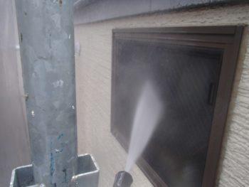 窓も一気に洗浄していきます。