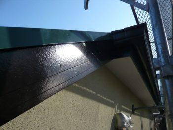 破風板を塗装しました。ピカピカときれいに仕上がりました。