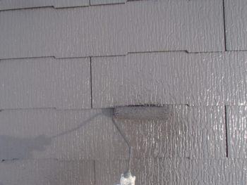 屋根の上塗りを行いました。中塗りの上に塗り重ねることで、より綺麗にできあがります。