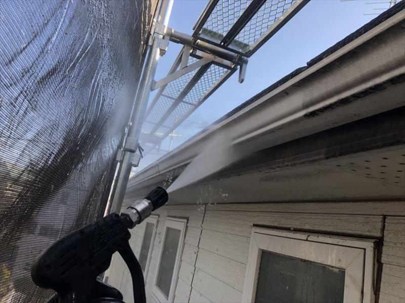 雨樋もきれいに洗い流しました。内側も洗浄するので、詰まりも解消されることが多いのです。