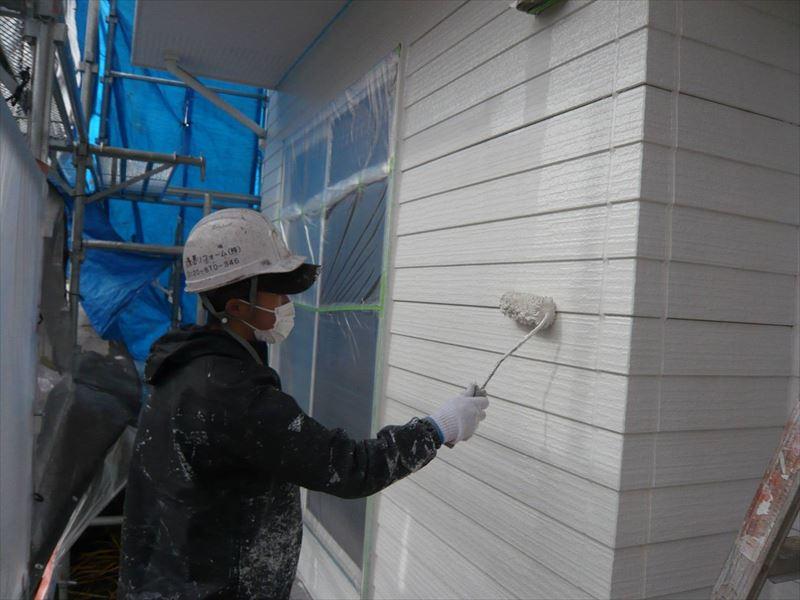外壁の下塗りの続きです。