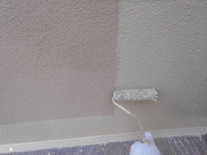 きれいに塗れるように、端から塗って、中を塗りつぶしていきます。