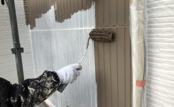 外壁のアクセント部の中塗りも行いました。