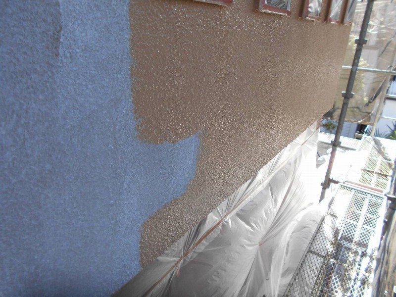 モルタル部の中塗り(エスケー化研:クリーンマイルドウレタン)