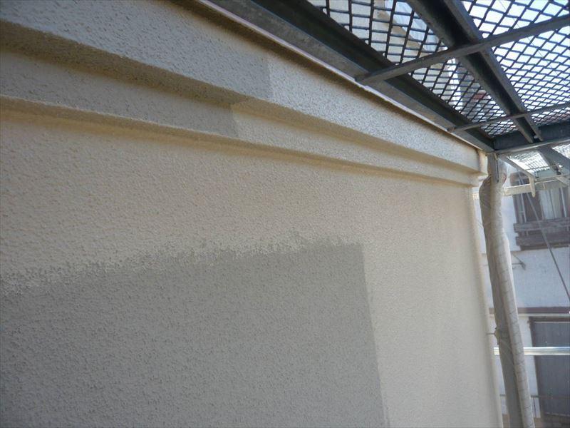 外壁の中塗りが始まりました。