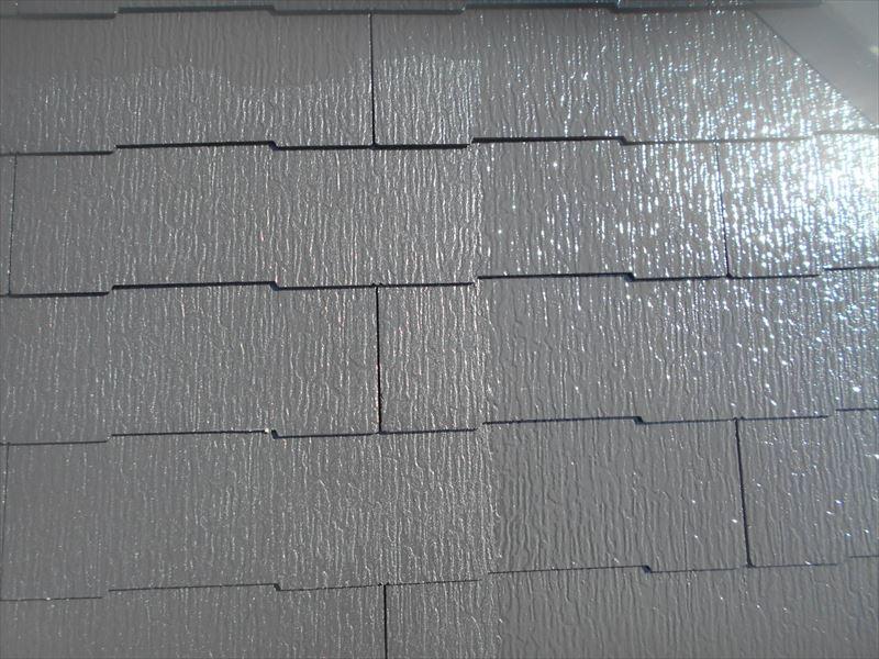屋根の上塗りもスタートしました。