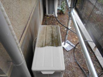 エアコン上部も高圧洗浄をかけています。