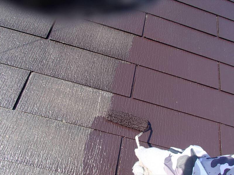 下塗り材が乾いたら、中塗りがスタートです。