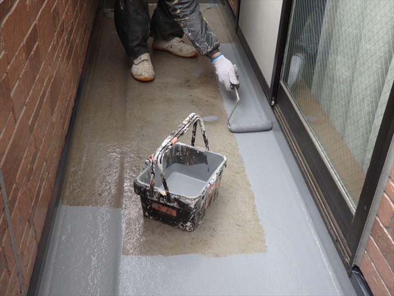 FRP防水の再塗装の工程④FRP防水の上塗り塗装(アイカ:ジョリエースJA-280)