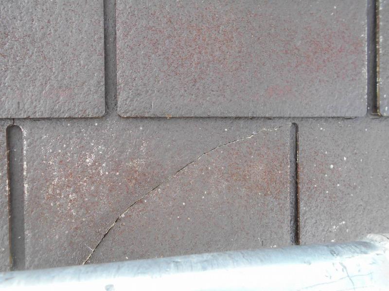 屋根のひび割れを発見しました。