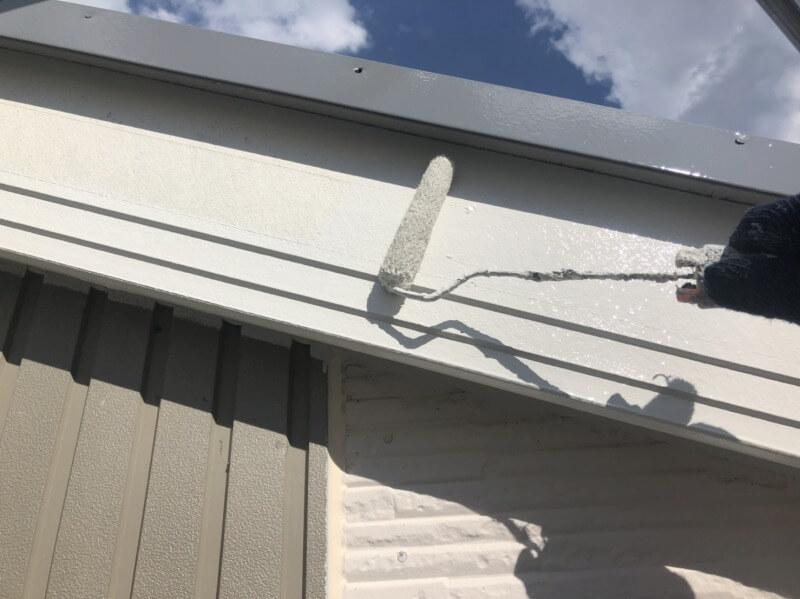 破風板を塗装しました。