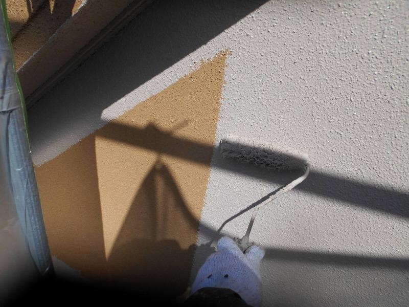 外壁の中塗り塗装がスタートしました。