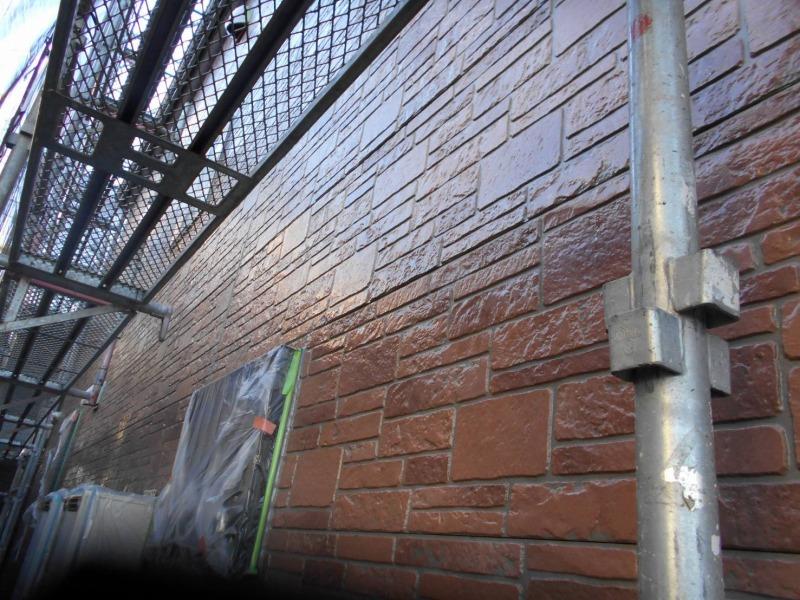サイディング部のクリヤー塗装の上塗り(エスケー化研:クリーンSDトップ)