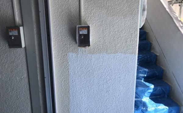 駐車場の外壁の中塗りも行いました。