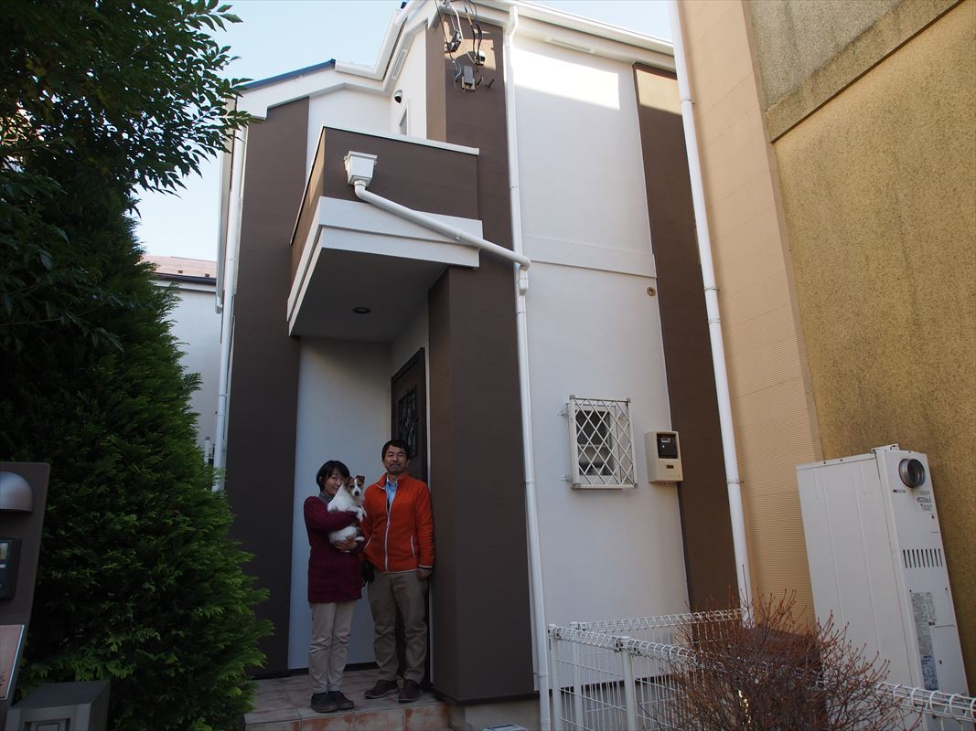 狛江市T様と外壁塗装工事の完成記念写真