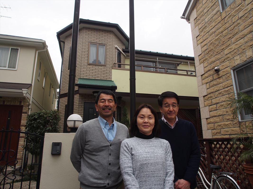 世田谷区I様と外壁塗装工事の完成記念写真