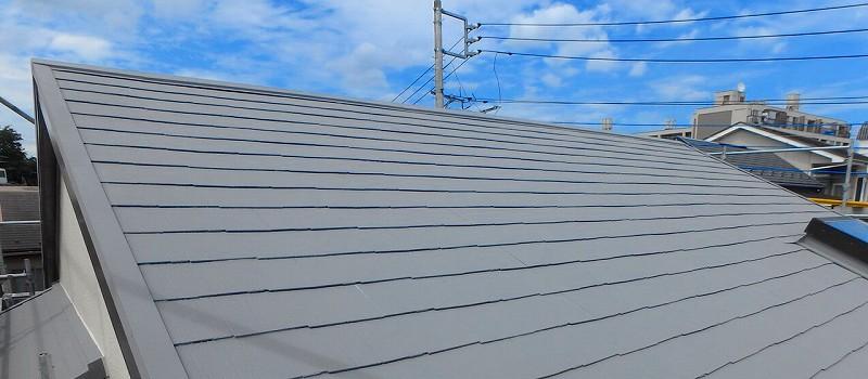 グレーの屋根で遮熱効果が倍増