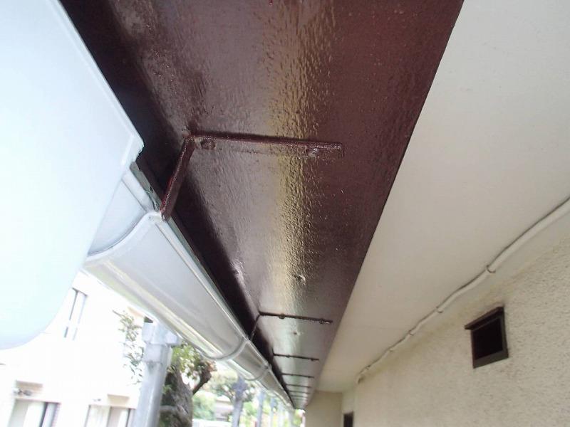 破風板もきれいに塗装しました。