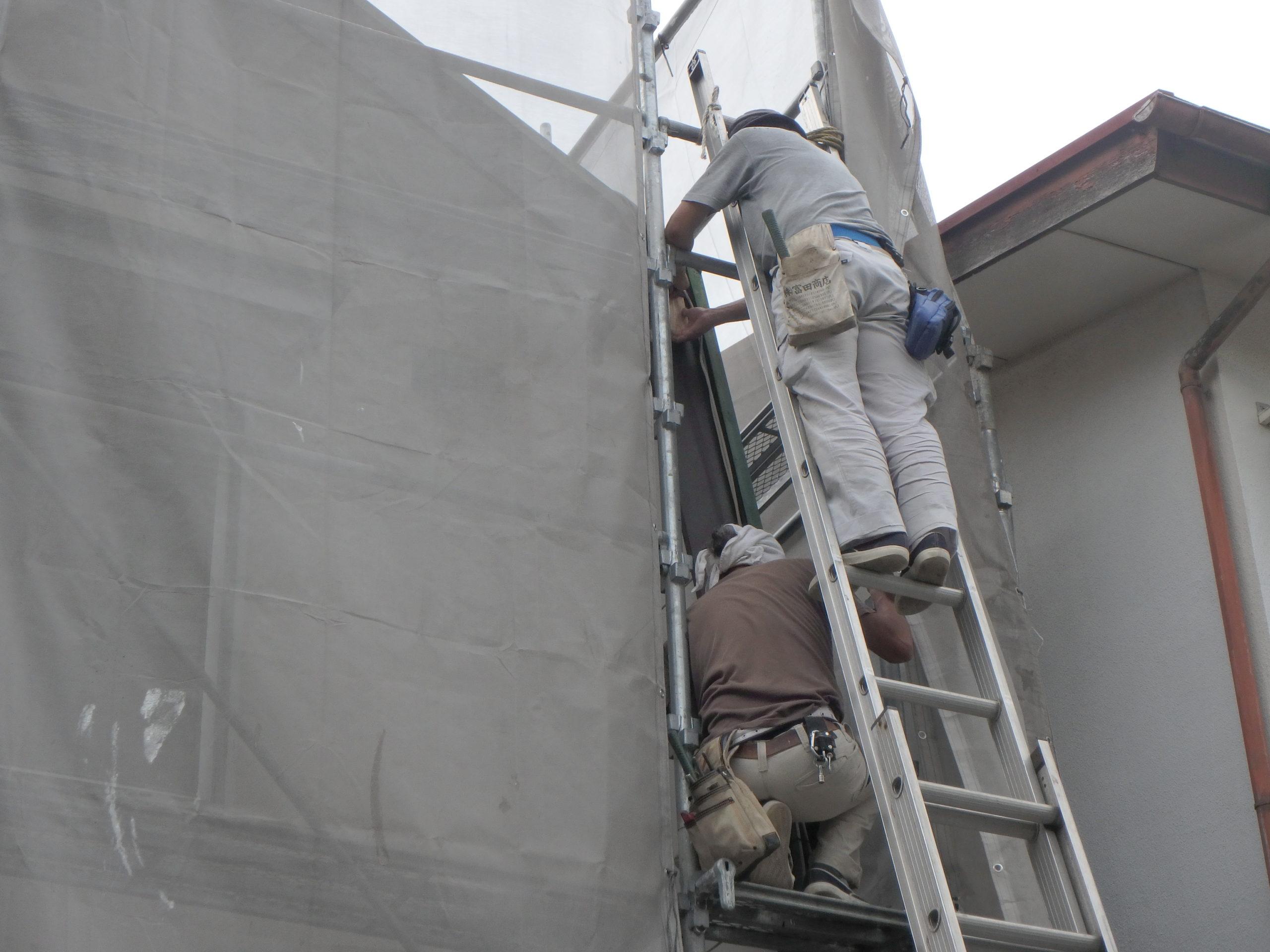 破風板部分の補修のため、板金を巻きました。