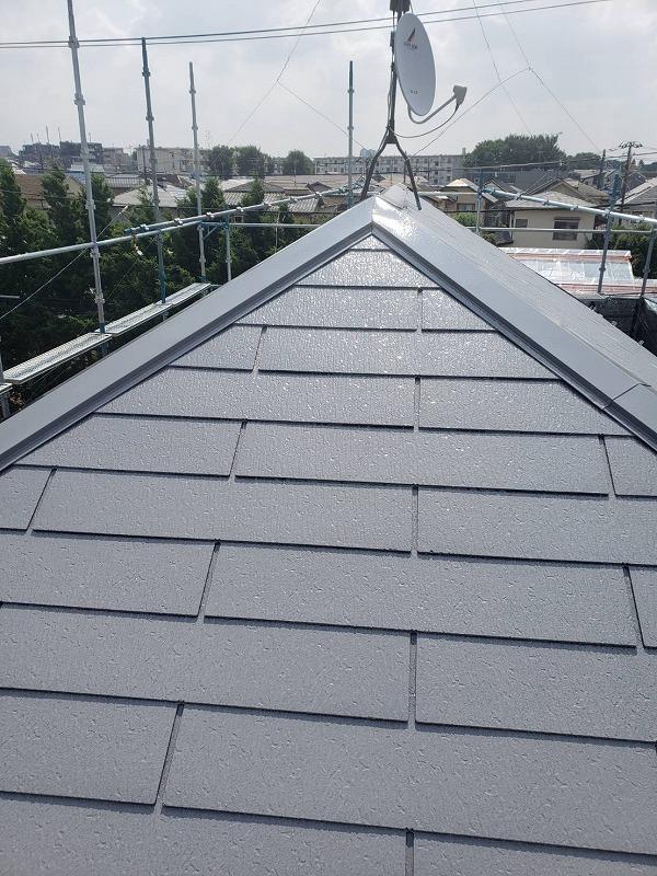 屋根の上塗りが完成しました。