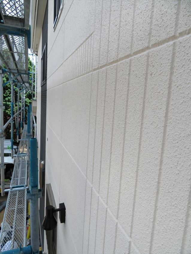 こちらは外壁部分。アクセント色とメイン色をきっちり塗り分けています。