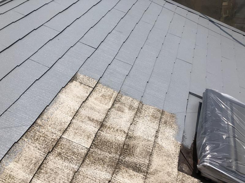 屋根にある出窓は汚れないようにしっかりと養生でカバーしています。