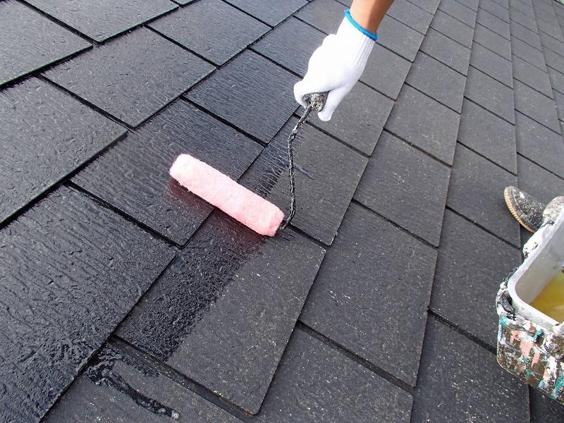 屋根の下塗りが始まりました。