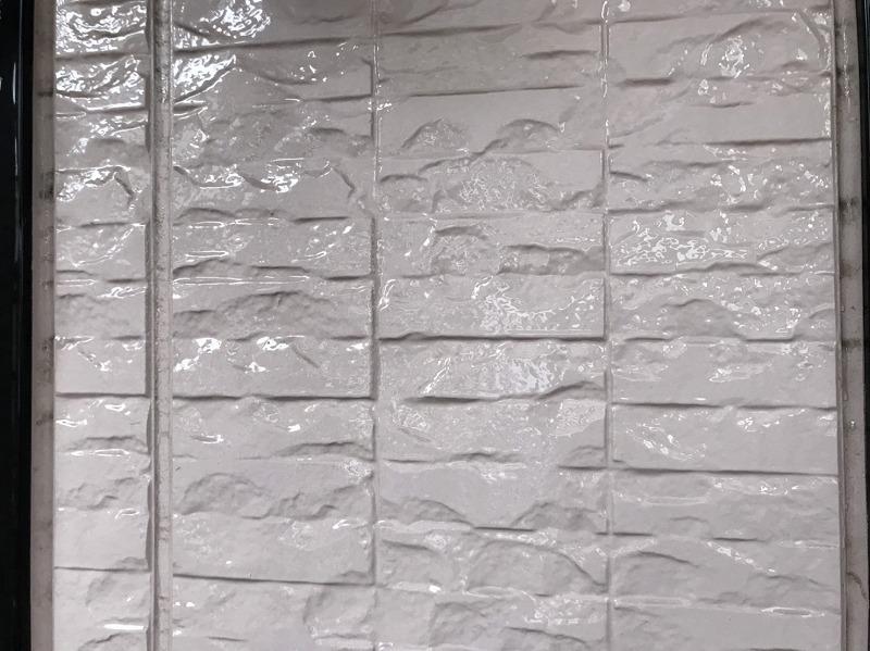 洗い終わった外壁は汚れが落ちてすっかりきれいになりました。