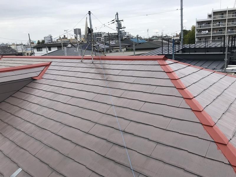 屋根下塗りとトタンのさび止めが完了しました。