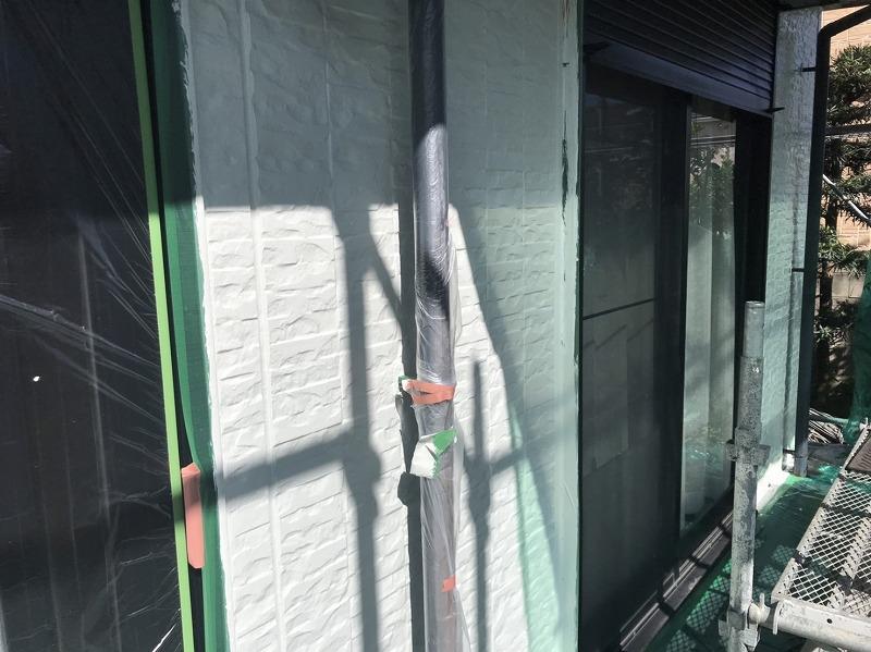 玄関周りの外壁塗装が出来上がりました。