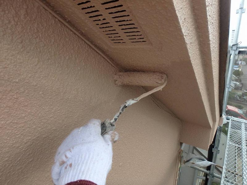 ケーブル等の細かい部分も丁寧に塗っています。