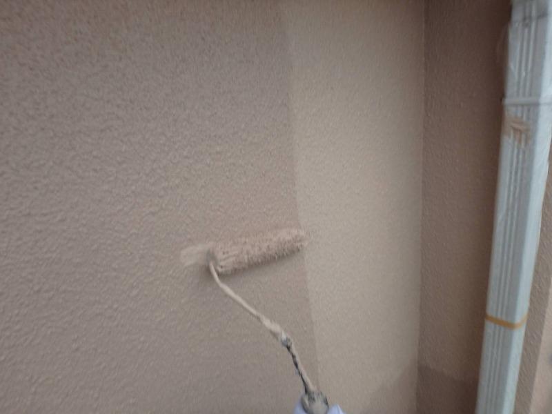 トップコートの2回目となる上塗りです。しっかりと塗膜の厚みが出て、表面もよりきれいに仕上がります。