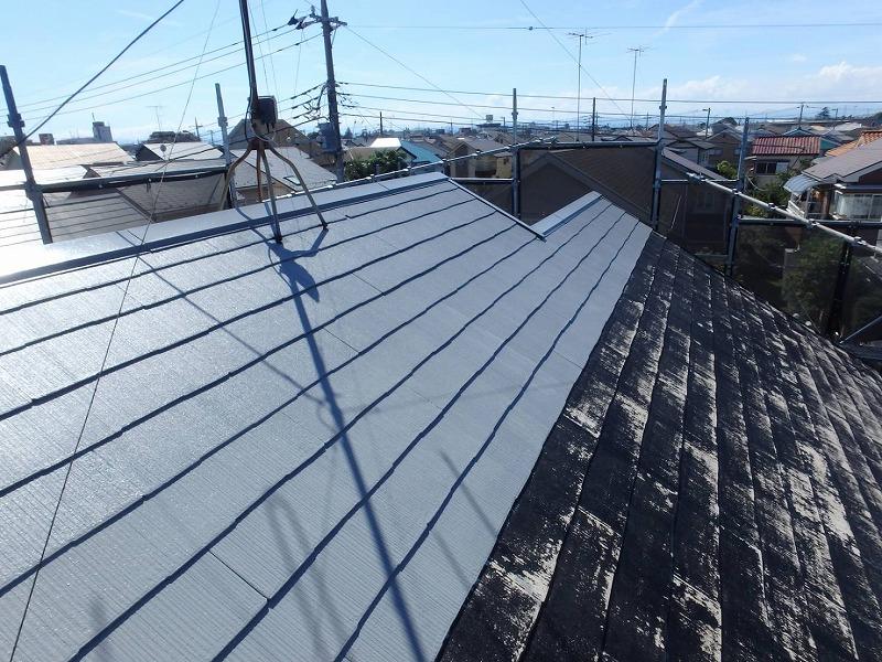 屋根は自分が通る道順を考えながら、上から塗っていきます。