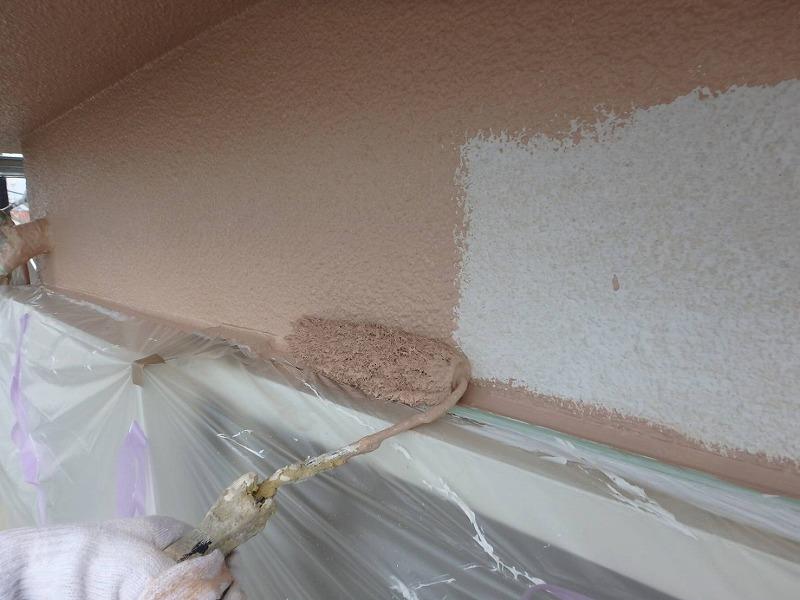中塗りはトップコートになる塗料で塗っていきます。