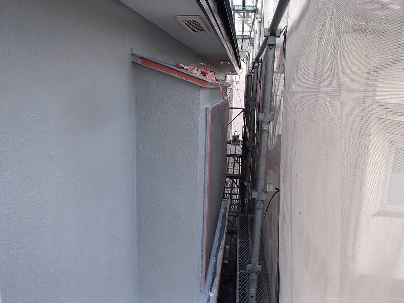 外壁の中塗りが完了しました。
