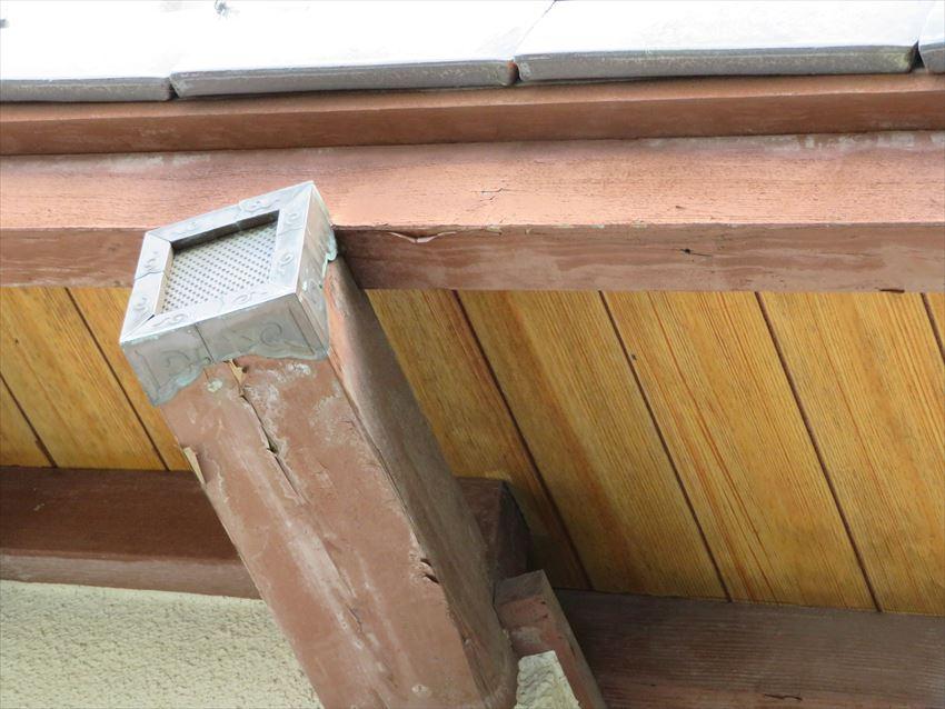 破風板や垂木等、木部分に経年劣化が見られました。