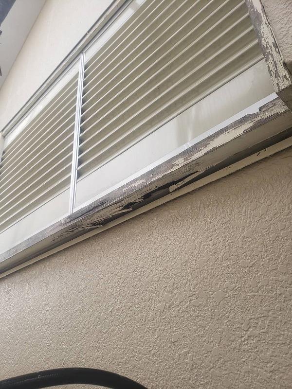 外壁の高圧洗浄を行いました。木部の痛みが激しいところは注意しながら対応しました。